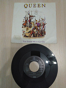 Queen ‎– The Show Must Go On\Parlophone ‎\016-20 4533 7\7""\451991G+G+232|310|?|9a557b46dcc629cd4c92a40d29ad75d2|False|UNLIKELY|0.31436866521835327